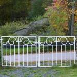 muratura del giardino con cancello basso
