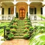 ingresso fiorito con scale
