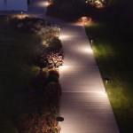 luci su percorso pedonale giardino
