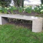 panchina da giardino in marmo