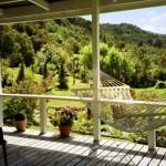 veranda giardino vista montagna con amaca