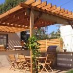 Pergola addossata in legno da giardino
