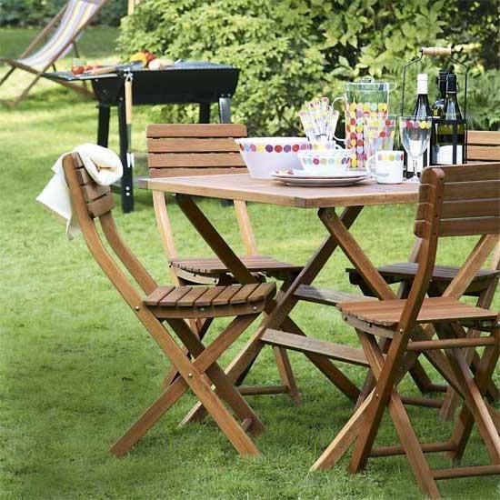 tavolo pieghevole legno giardino