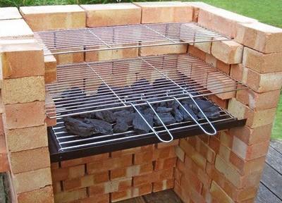 Barbecue fai da te con griglia dagiardino